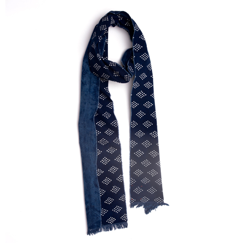 Diamond pattern scarf.